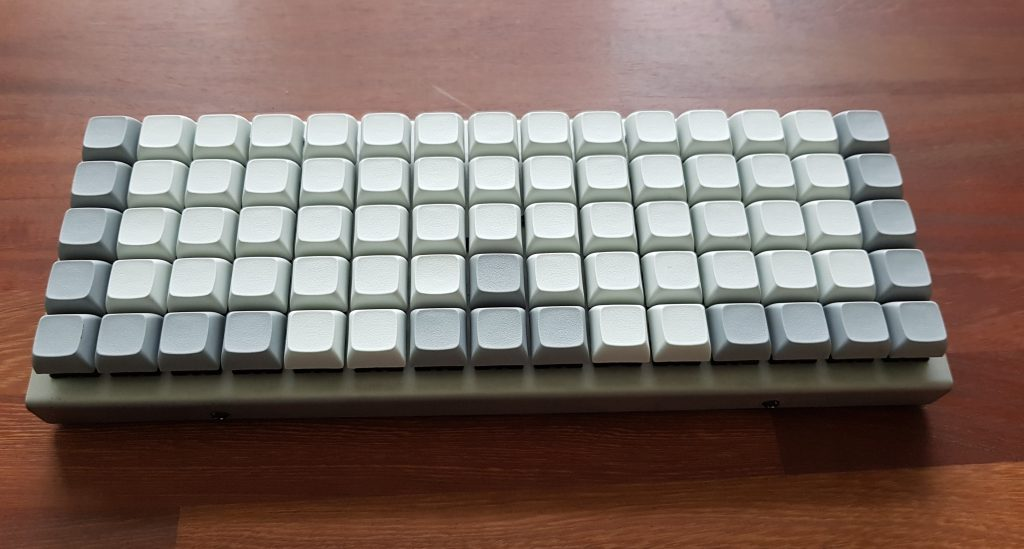 XD75RE is an orthogonal keyboard with 75keys. Here with my blank XDA profile keycaps.